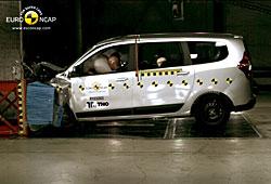 Dacia Lodgy beim Frontalcrash