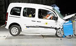 Mercedes Citan Kombi beim Frontalcrash