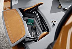 BMW Concept Active Tourer Outdoor - Fach für Sättel und Kleinzeug