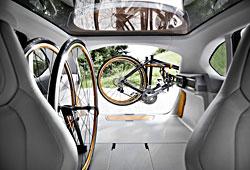 BMW Concept Active Tourer Outdoor - Fahrradträgersystem im Fond
