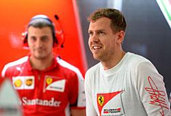 GP Malaysia - Rennen: Sebastian Vettel (r.)  hat gut lachen