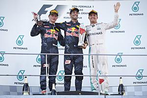 GP Malaysia - Rennen: Daniel Ricciardo (mitte) gewinnt vor Max Verstappen (links) und Nico Rosberg (rechts)