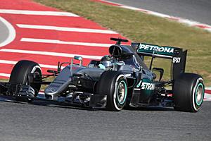 Mercedes F1 bei Testfahrten