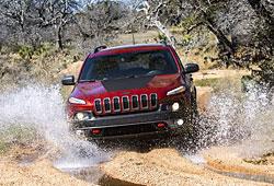 Jeep Cherokee Frntansicht - im Geländeeinsatz