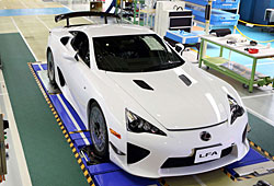 Lexus LFA in Produktionshalle