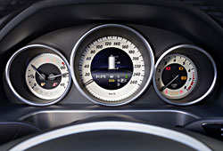 Mercedes E 200 NGD - Instrumente