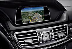 Display und Navigationsanzeige im Mercedes E
