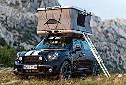 Mini Countryman All4 Camp mit aufgeklappter Zeltbox