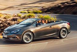 Opel Cascada mit geöffnetem Verdeck in der Seitenansicht