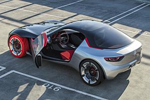 Opel GT Concept mit geöffneten Türen