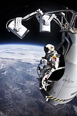 Felix Baumgartner beginnt seinen Rekordflug aus über 38 km Höhe