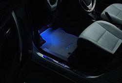 Fußraumbeleuchtung mit LED im neuen Auris