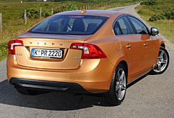 Volvo S60 in Vibrant-Kupfer-Metallic - Heckansicht