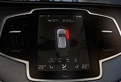 Volvo XC90 - Einpark-Assistent  mit optischer Warnung